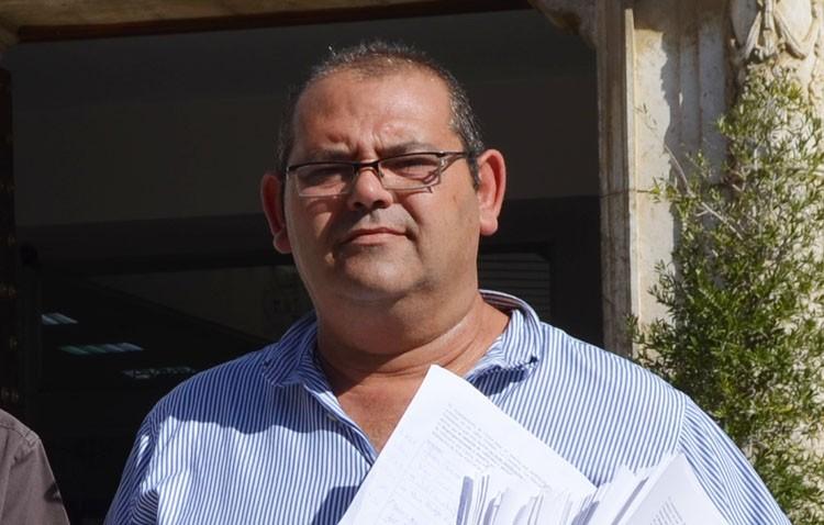 José Carmona toma el mando de la UTER y disuelve la nueva federación vecinal que había creado