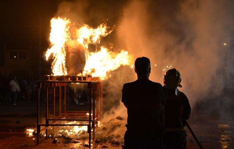 El fuego protagoniza un año más la fiesta de «Los Juanes» (GALERÍA)