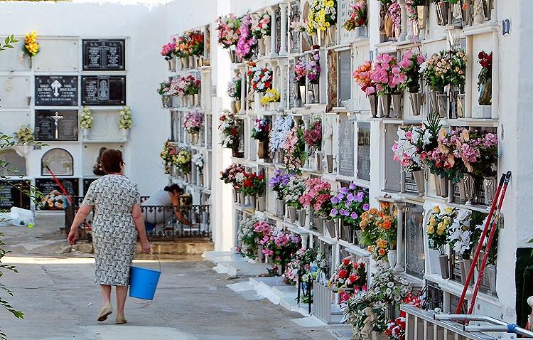 El cementerio de Utrera recupera el horario ininterrumpido de 8.00 a 18.00 horas