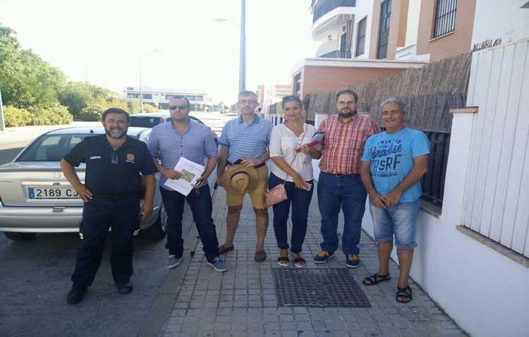 Vecinos de Los Molinos trasladan las carencias de la barriada al ayuntamiento