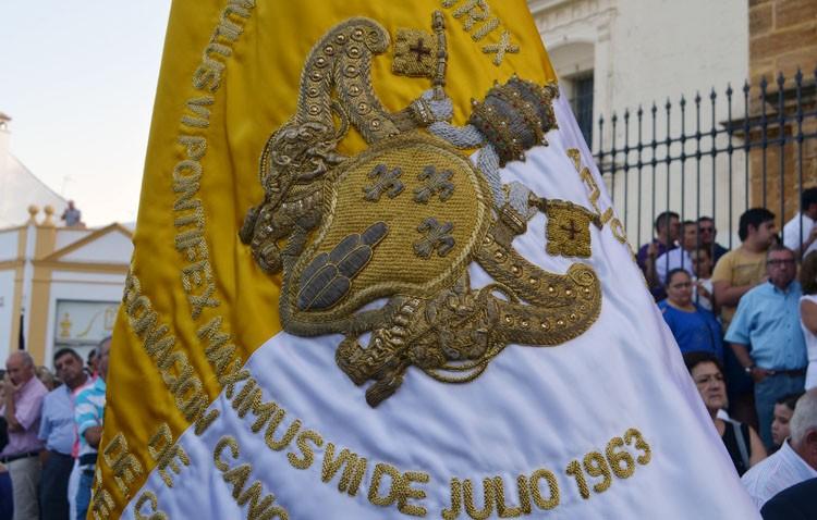 La hermandad de la Virgen de Consolación restaura su bandera pontifica