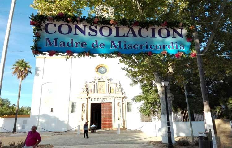 Retiran una pancarta instalada en la misma fachada del santuario de Consolación