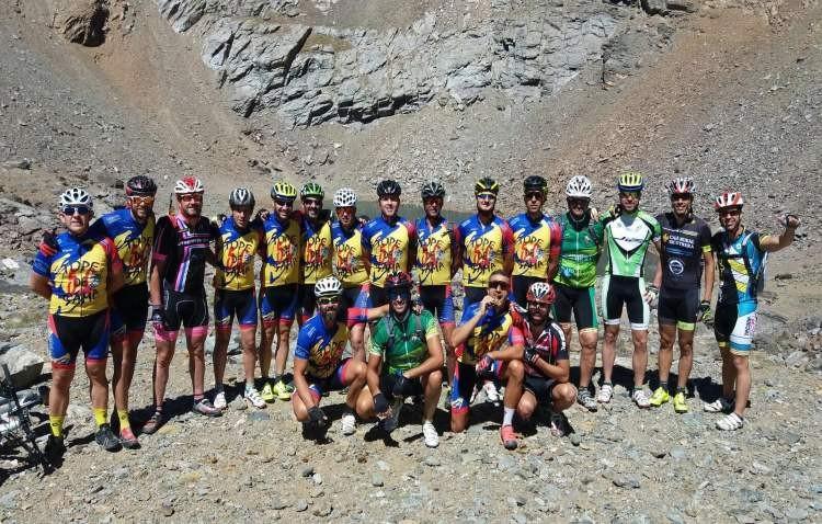Ciclistas utreranos coronan el pico del Veleta