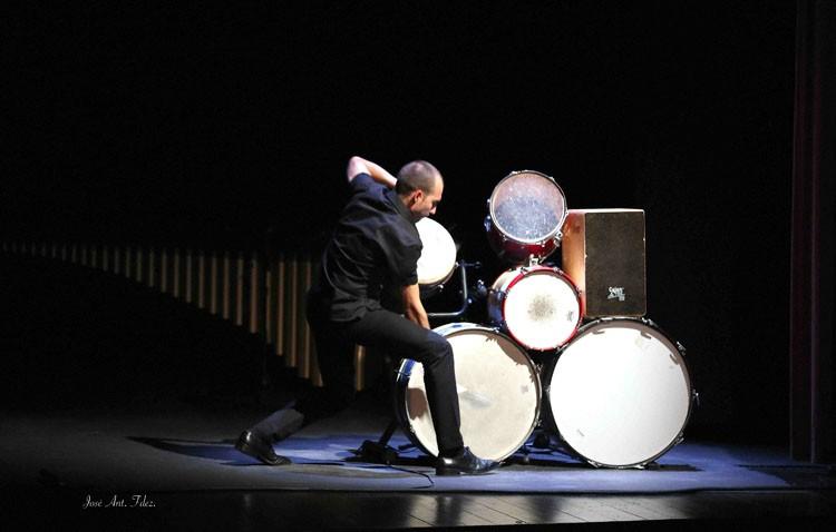 El utrerano Antonio Moreno protagoniza el primer espectáculo de percusión flamenca en la Bienal