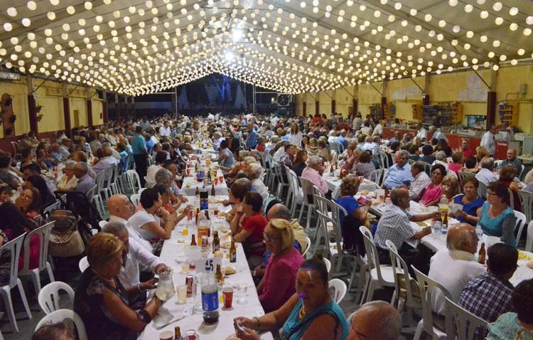 «Cena del pescaíto» para mayores, desempleados y pensionistas