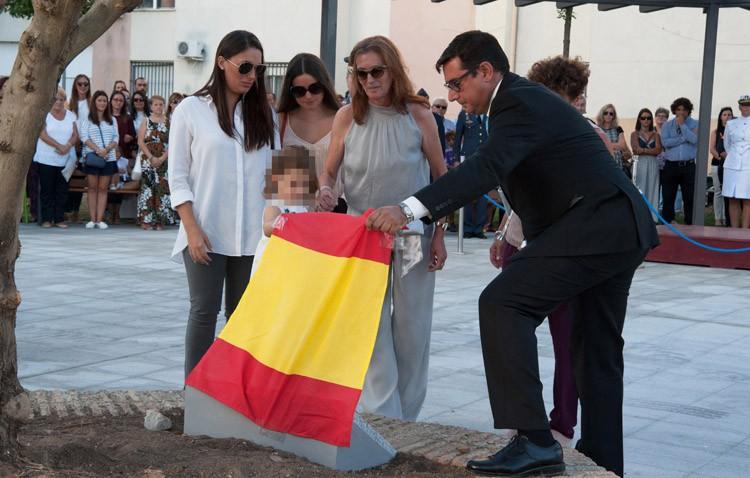 Utrera homenajea al piloto que perdió la vida en un accidente de Eurofitghter en la base de Morón