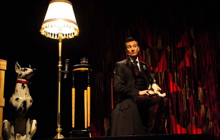 Magia, música y humor llegan al teatro con «Lari Poppins»