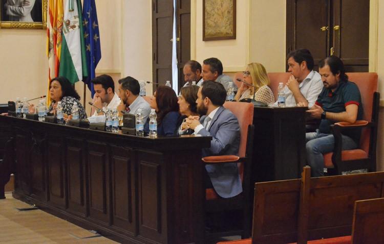 PA y PP acusan al gobierno de «provocar» a la oposición y de «incumplir» el reglamento orgánico y de transparencia