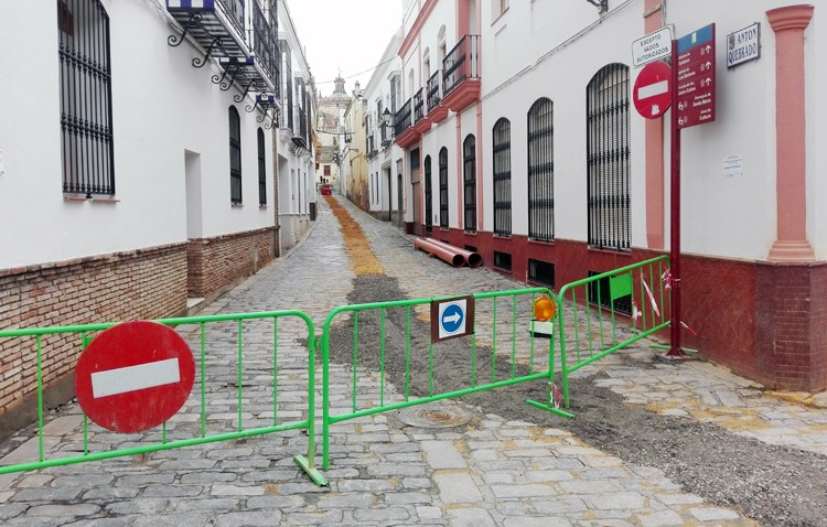La calle Antón Quebrado, en obras hasta el próximo verano