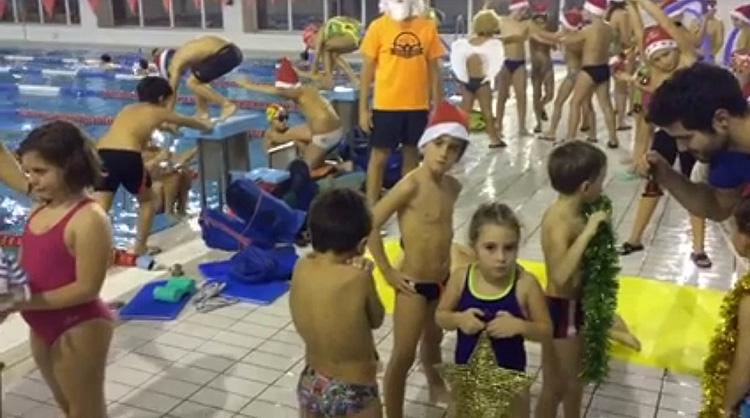 El Club Natación Utrera se apunta al «mannequin challenge» para felicitar la Navidad (VÍDEO)