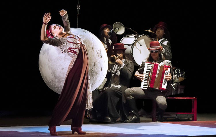 Flamenco, clown, danza y técnicas circenses se dan la mano en el espectáculo familiar «NS/NC»