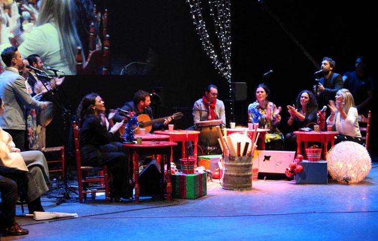 Concierto navideño del Coro Hermandad en el teatro