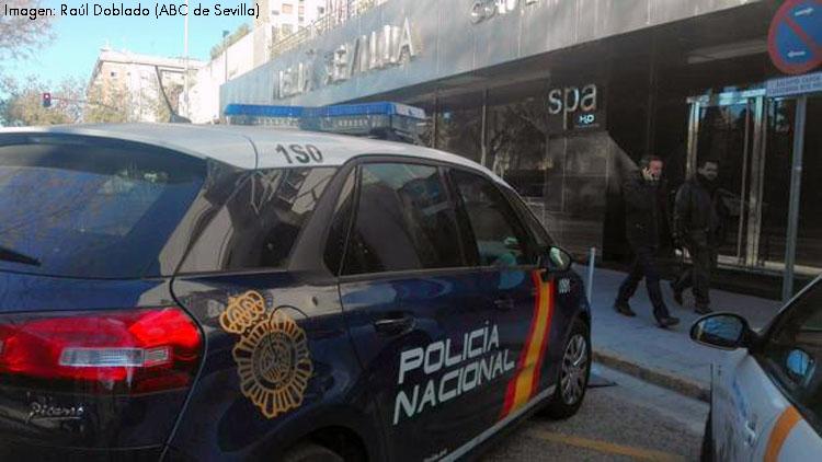 El funeral por el utrerano fallecido al caer por el hueco del montacargas de un hotel de Sevilla será este jueves en Santiago