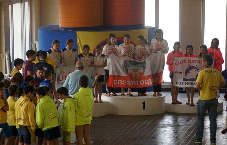 El Club Natación Utrera triunfa en el IV Trofeo «Ciudad de Cádiz»