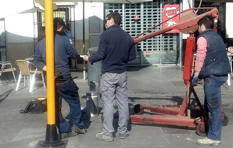 El gobierno habla ahora de un «retraso en la instalación técnica» de los bolardos de la plaza del Altozano