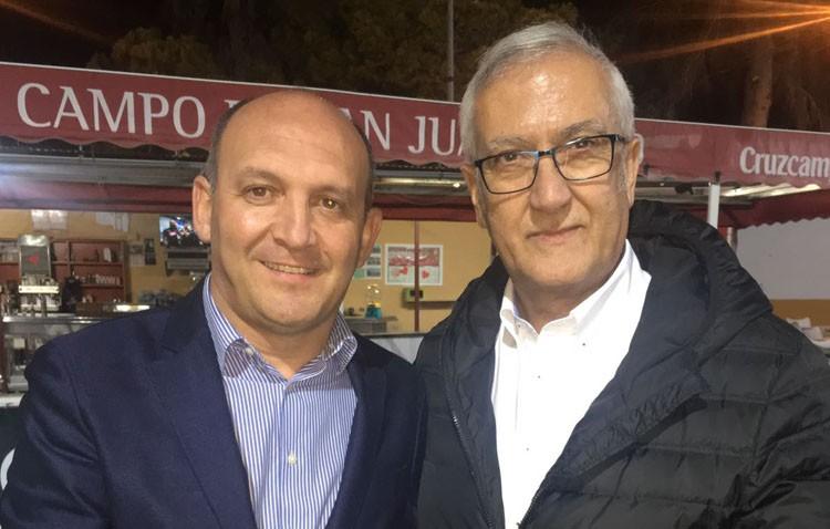 El entrenador Gregorio Manzano tiende su mano al Club Deportivo Utrera