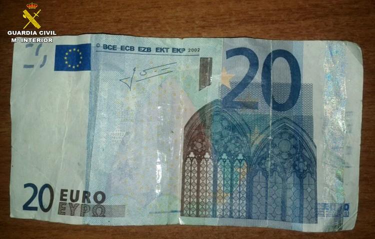 Detenido un utrerano por pagar con billetes falsos de 20 euros