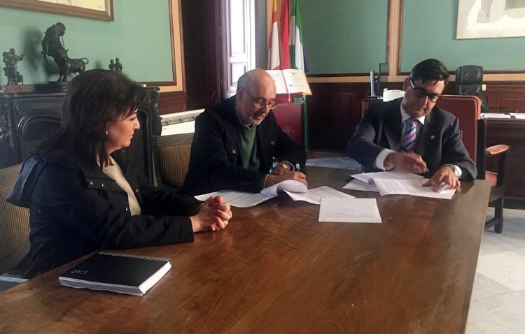 El Consejo de Hermandades renueva el convenio anual con el Ayuntamiento