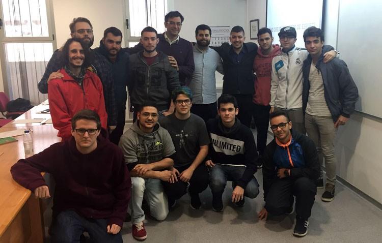 Una quincena de personas participa en Utrera en un curso de entrenadores de videojuegos