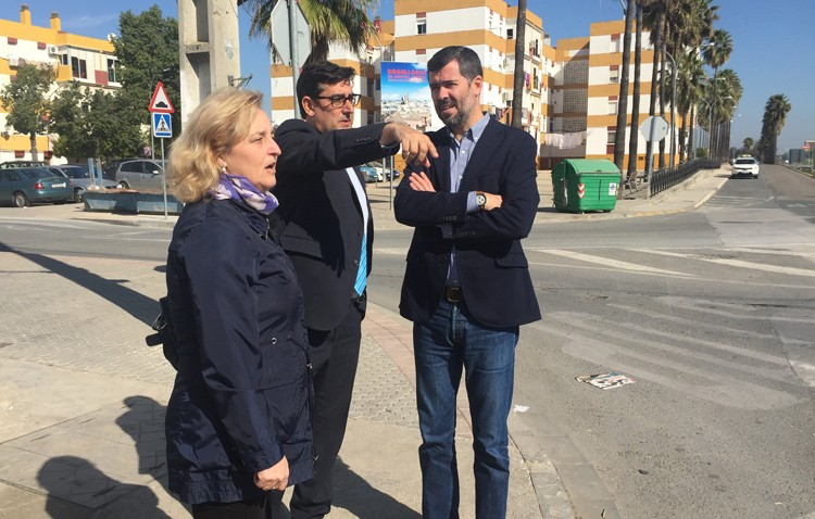 La Junta promete instalar semáforos en el cruce de la A-394 con la calle Molares y con Campoverde y Los Ruedos