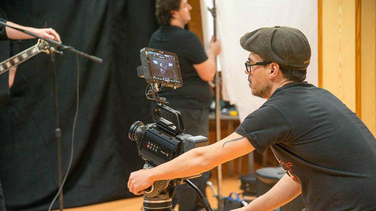 El realizador utrerano Miguel Ángel Caro emprende una campaña de «crowdfunding» para rodar un cortometraje