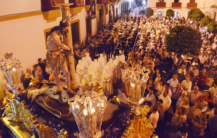 Utrera se echó a la calle para acompañar a los Aceituneros (GALERÍA Y AUDIO)