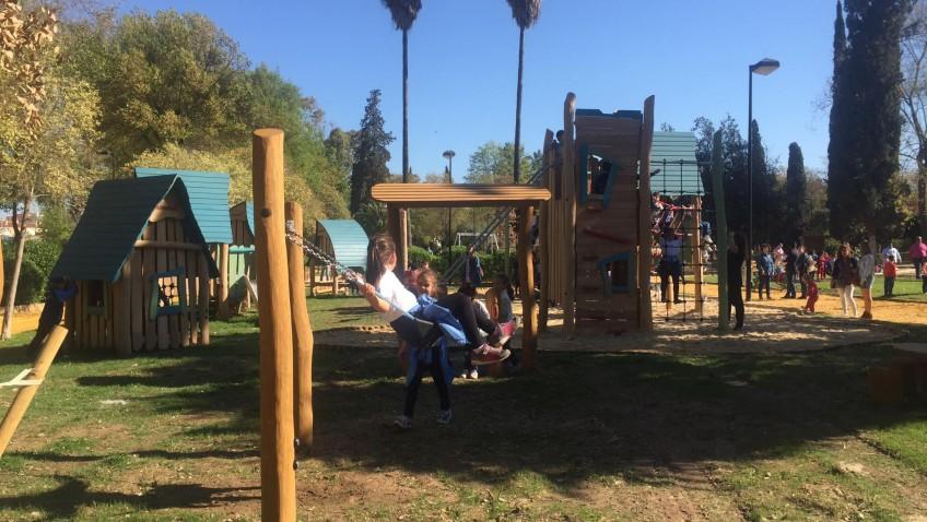 Villalobos afirma que los juegos de Consolación han recibido a 10.000 niños en dos semanas y anuncia su ampliación