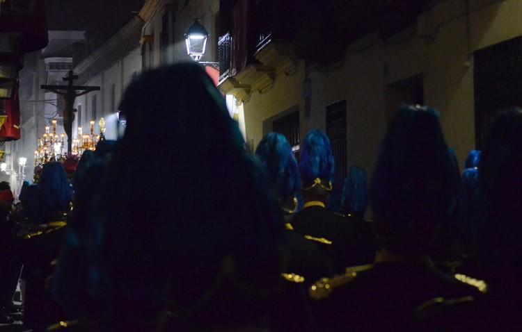 Intensas horas cofrades en Utrera para enlazar el Jueves Santo y el Viernes Santo