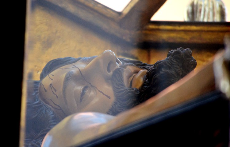 El Santo Entierro marca el cierre a las estaciones de penitencia de la Semana Santa de Utrera