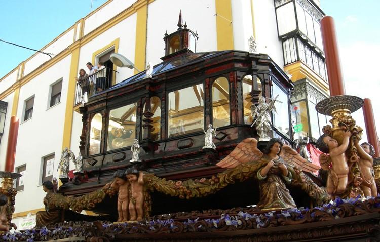 El Santo Entierro cierra las estaciones de penitencia de la Semana Santa de Utrera