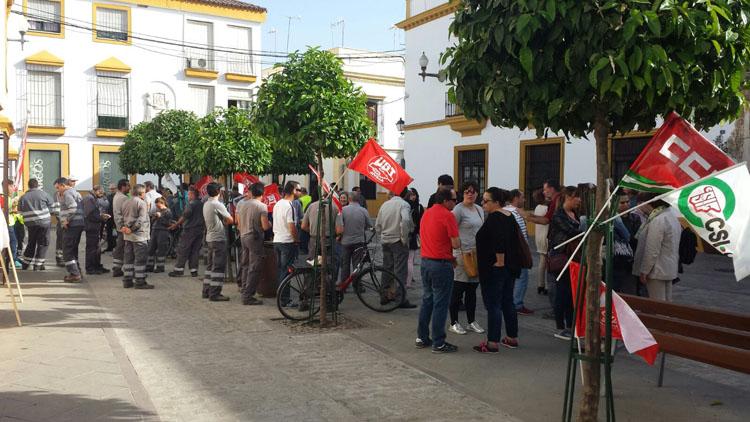 El peor conflicto de la democracia con el gobierno local lleva a los trabajadores municipales a protestar en la calle