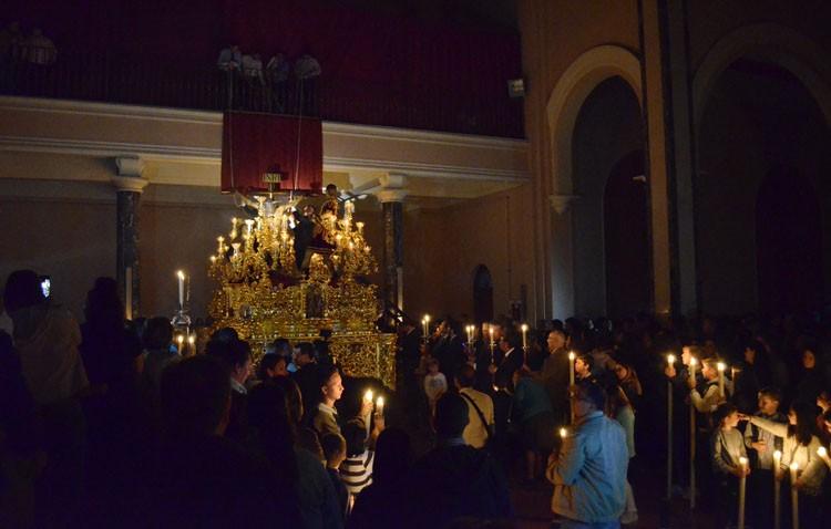 La hermandad de los Estudiantes organiza el traslado del Cristo del Amor a su paso de salida