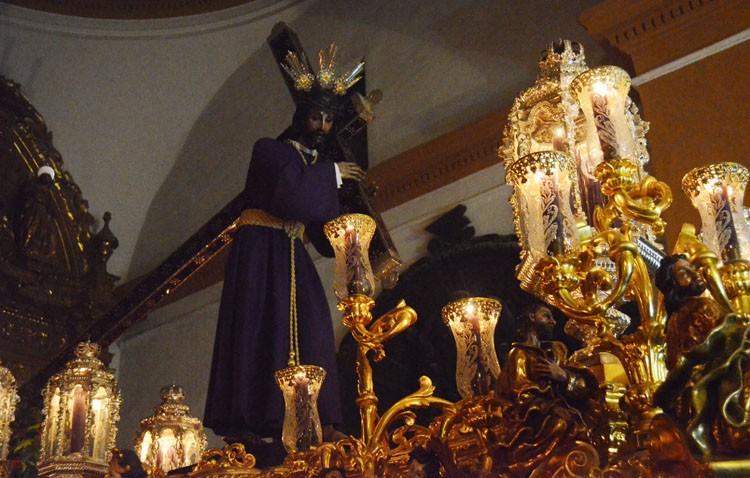 Martes de Pasión con el traslado de Jesús a su paso procesional