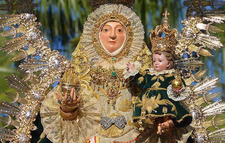 Utrera conmemora la coronación canónica de la Virgen de Consolación con su procesión anual
