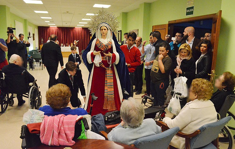 La oración más especial de la Cuaresma ante la Virgen de la Amargura (GALERÍA)