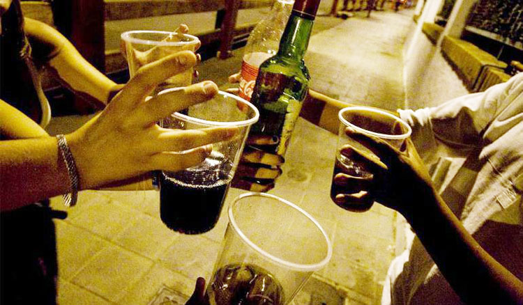 Junta de Andalucía y Ayuntamiento de Utrera mantienen prohibidas las botellonas pese al fin del estado de alarma