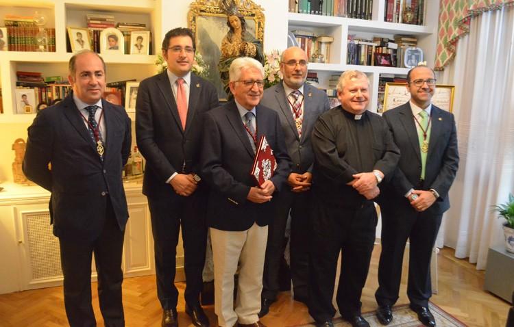Joaquín Curado recibe las pastas para una exaltación eucarística repleta de «vivencias, creencias y convicciones»