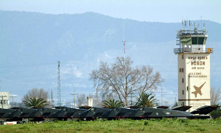 Un encuentro para fomentar las relaciones comerciales con la base aérea de Morón de la Frontera