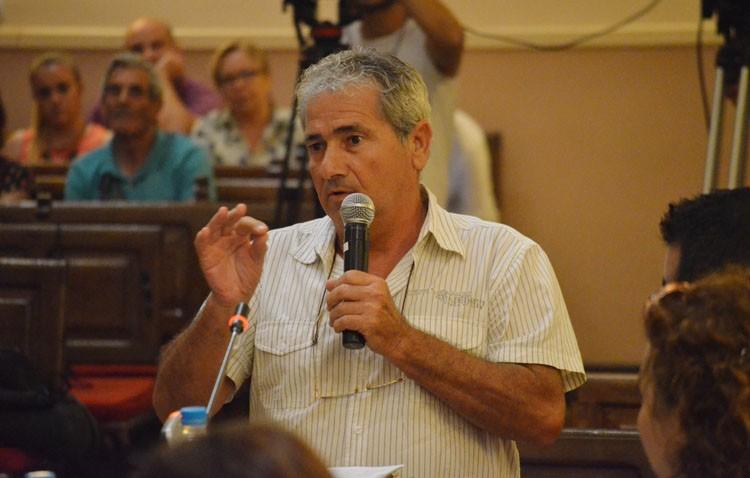 Villalobos incumple su propio reglamento al negar a un utrerano exponer su pregunta en el «escaño ciudadano»