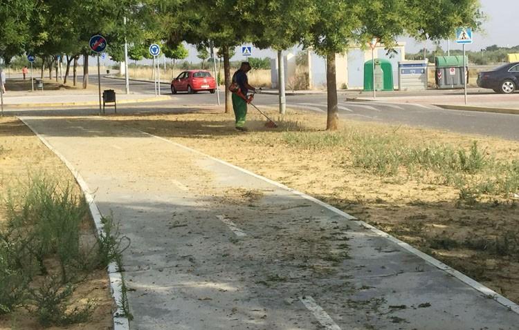 UGT acusa al gobierno local de «destrozar» y «dejar bajo mínimos» el mantenimiento de «todos los parques o zonas verdes» de Utrera