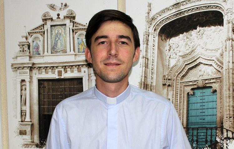 Plácido Díaz celebra su primera misa en Utrera como sacerdote