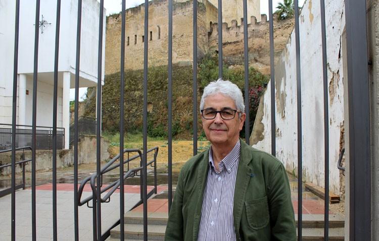 El sueño del utrerano Salvador García, un museo de escultura al aire libre junto al castillo
