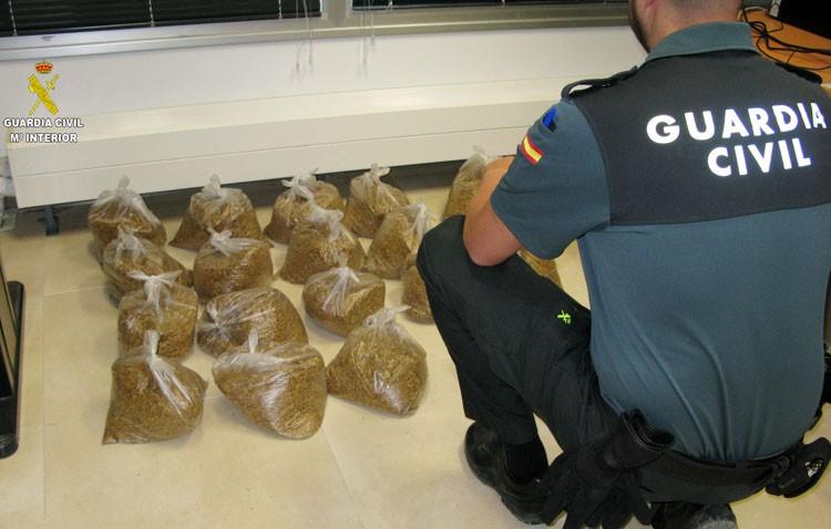 La Guardia Civil de Utrera incauta 19 kilogramos de tabaco de liar ilegal