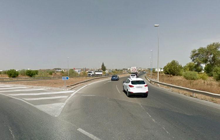 Encuentran a un anciano desorientado caminando por la autovía Sevilla-Utrera