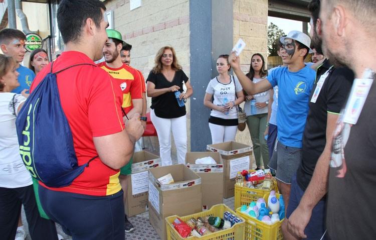 Más de 7.000 kilos de alimento y 1.000 pares de zapatos para la labor caritativa de las Hermanas de la Cruz