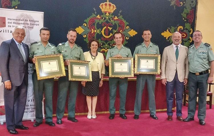 Premio para los guardias civiles que salvaron la vida al bebé que fue agredido por su madre