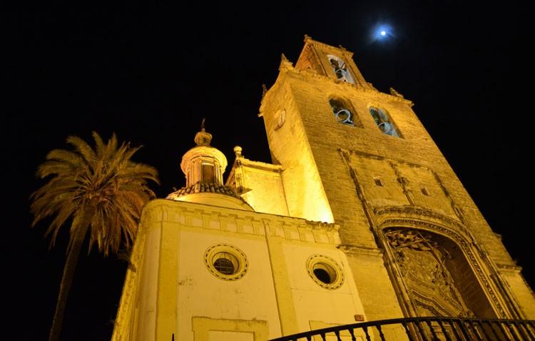 Conferencia artística en la parroquia de Santiago