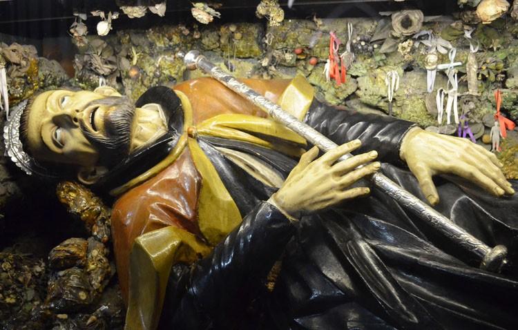 Retirada al culto la imagen de San Francisco Javier para su restauración