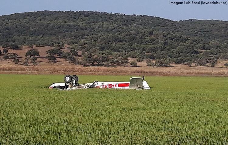 Fallece el piloto de una empresa de fumigación de Utrera tras chocar su avioneta con una cigüeña