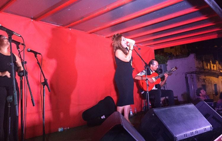 Actuaciones flamencas en un camión como preludio a la Feria de Industrias Culturales del Flamenco